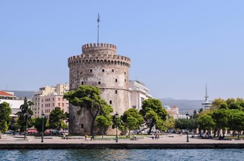 The white tower of Thessaloniki, right on the sea front. An amazing historical site to visit.