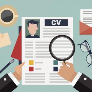 CV cần phải đúng chính tả, gọn gàng và nổi bật các kĩ năng đã học. Design đẹp cũng là lợi thế